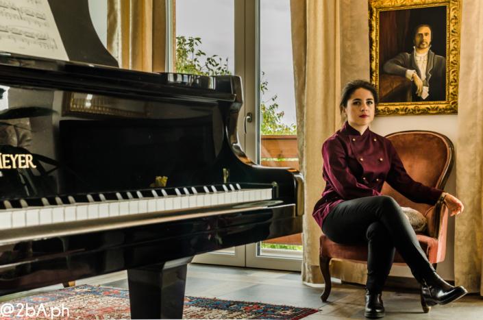 pianoforte con donna chef reportage fotografico ristorante home restaurant