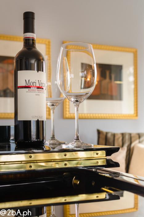 degustare vino pianoforte elegante home staging casa del poeta