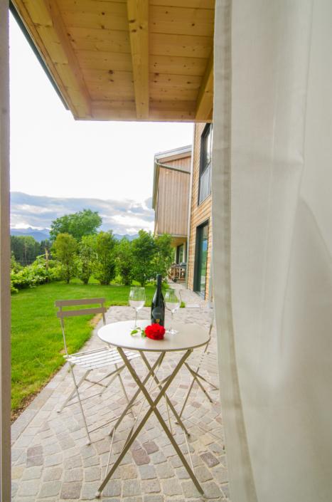 aperitivo in giardino vista montagne