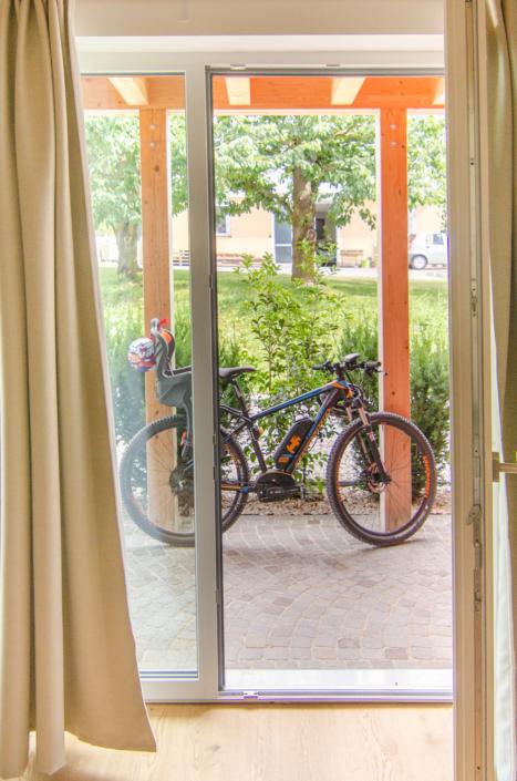 veranda con biciclette