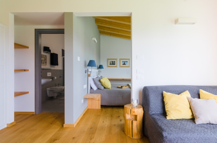 suite chalet moderno grigio gialla e verde