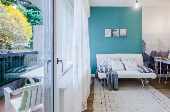 divano balcone casa vacanze homestaging