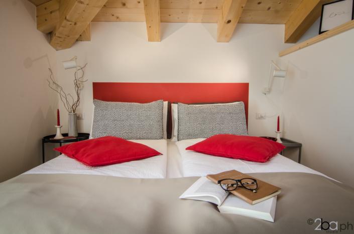 casa di montagna legno mansarda vacanza affitti brevi monolocale letto lettura
