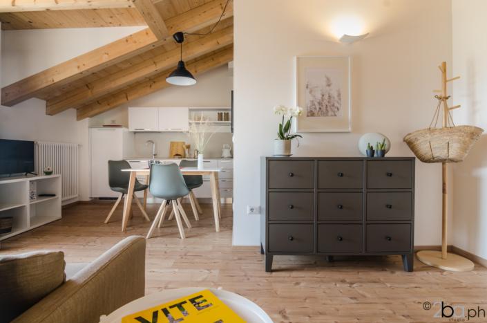 casa di montagna legno mansarda vacanza affitti brevi monolocale tavolo
