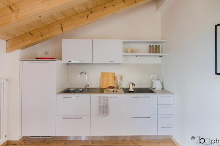 casa di montagna legno mansarda vacanza affitti brevi monolocale cucina