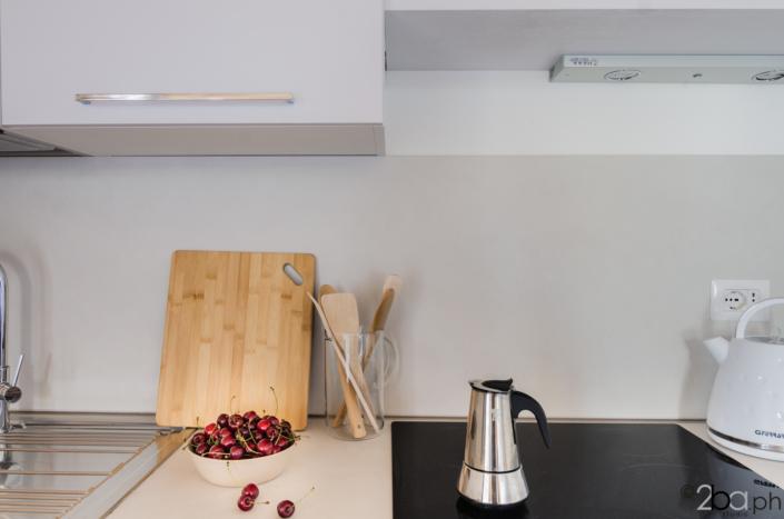casa di montagna legno mansarda vacanza affitti brevi monolocale cucina induzione