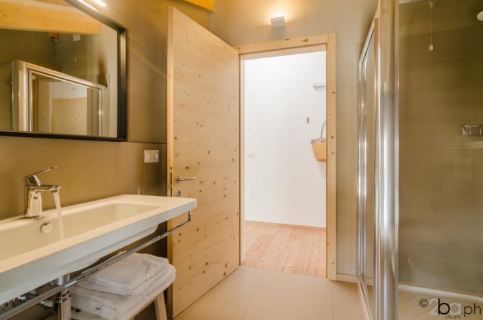 bagno porta legno affitti brevi valle di non