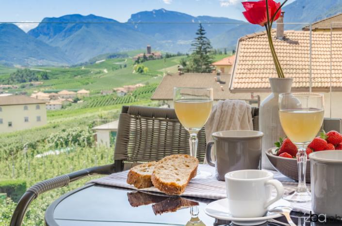 colazione vista montagne valle di non