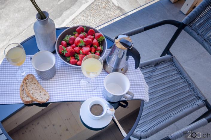 tavolo colazione sul balcone montagna